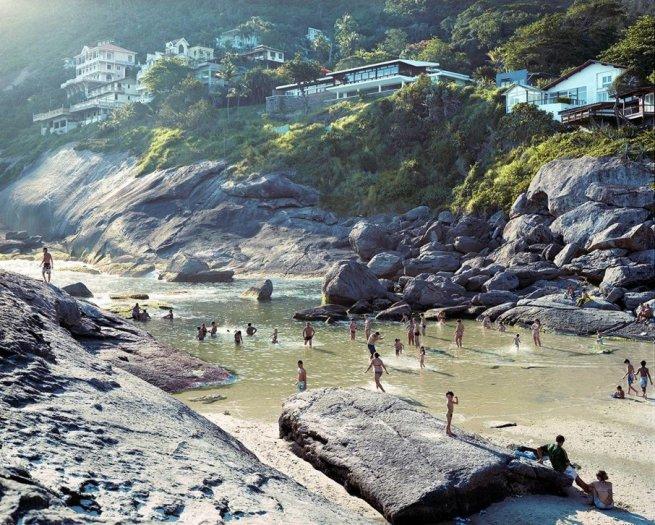 Massimo Vitali, Prainha Beach, Itacoatiara, Brazil (#4696), 2013
