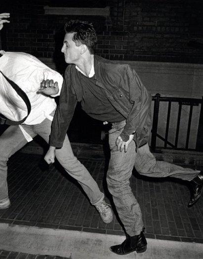 Sean Penn, socks Anthony Galella