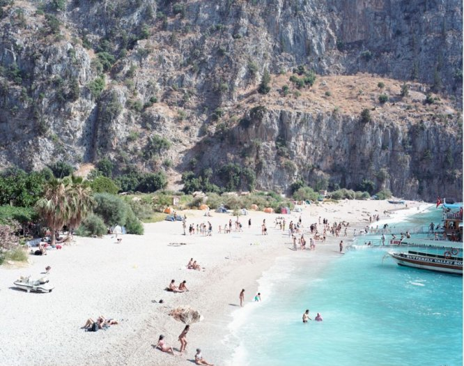 Massimo Vitali, Butterfly Valley (#3184), 2009