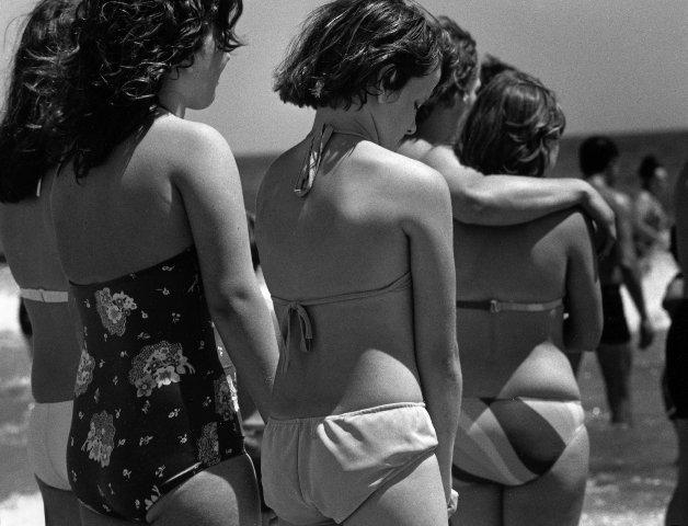 Joseph Szabo, Shy, Jones Beach, 1972