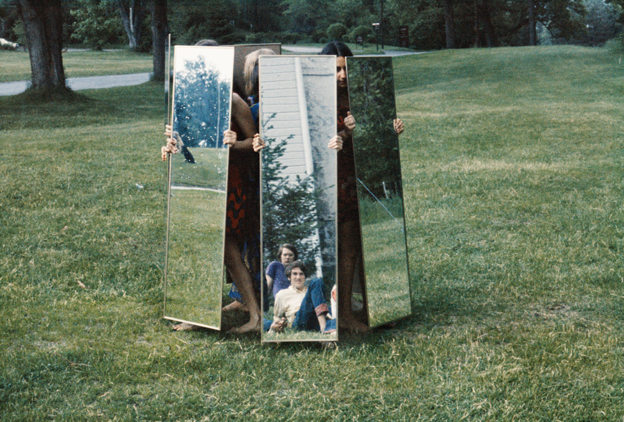 <em>Mirror performance I</em>, 1969
