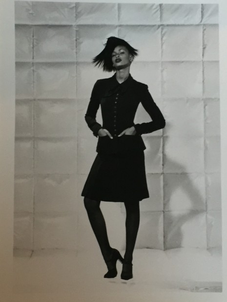 <span class=&#34;title&#34;>Chanel, Collection Haute-Couture Automne/Hiver <span class=&#34;title_comma&#34;>, </span></span><span class=&#34;year&#34;>1994</span>