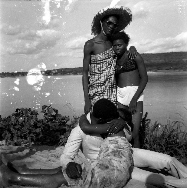 Malick Sidibé Les retrouvailles au bord du fleuve Niger gelatin silver print 16 x 20 inches