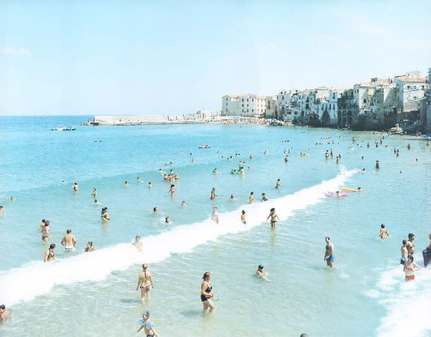 Massimo Vitali Céfalu Wave, Sicily (#3194) chromogenic print 60 x 72 inches