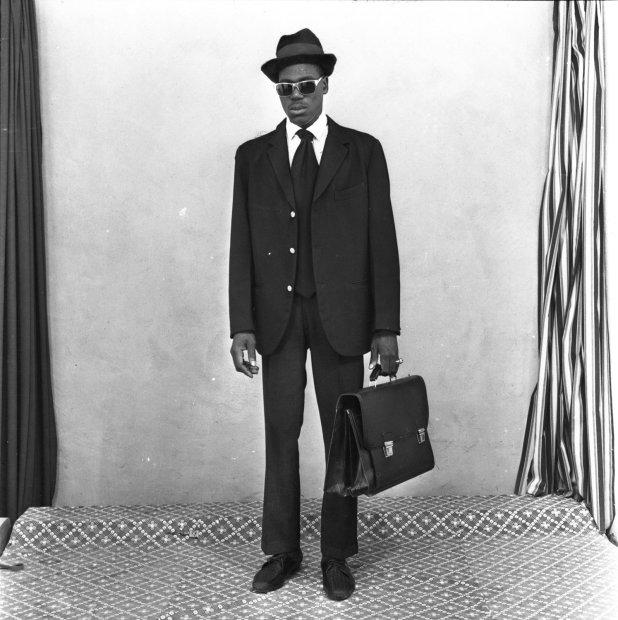 Malick Sidibé Prêt pour le voyage en avion gelatin silver print 11 x 14 inches