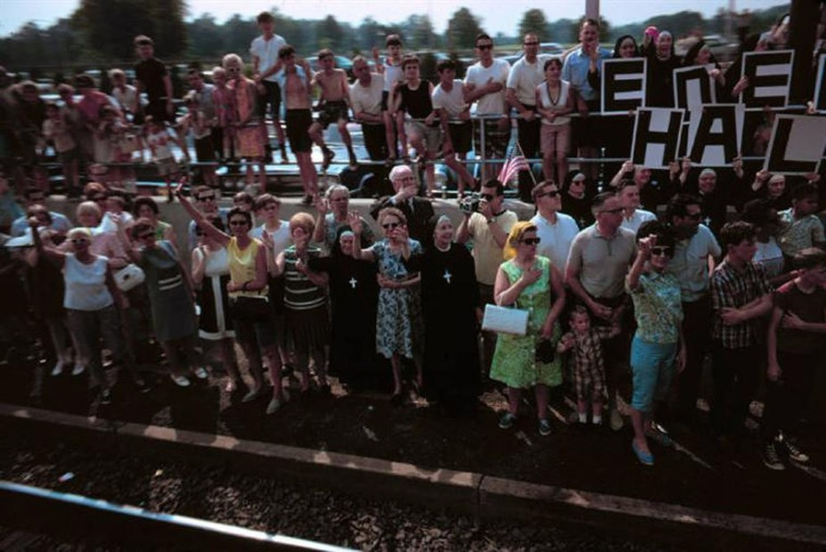 Paul Fusco RFK Funeral Train #2607 chromogenic print paper size: 20 x 24 inchesimage size: 15 x 22 inches