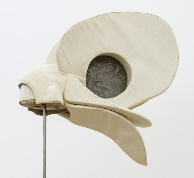 Annie Ratti, White Bird's Hat, 2018
